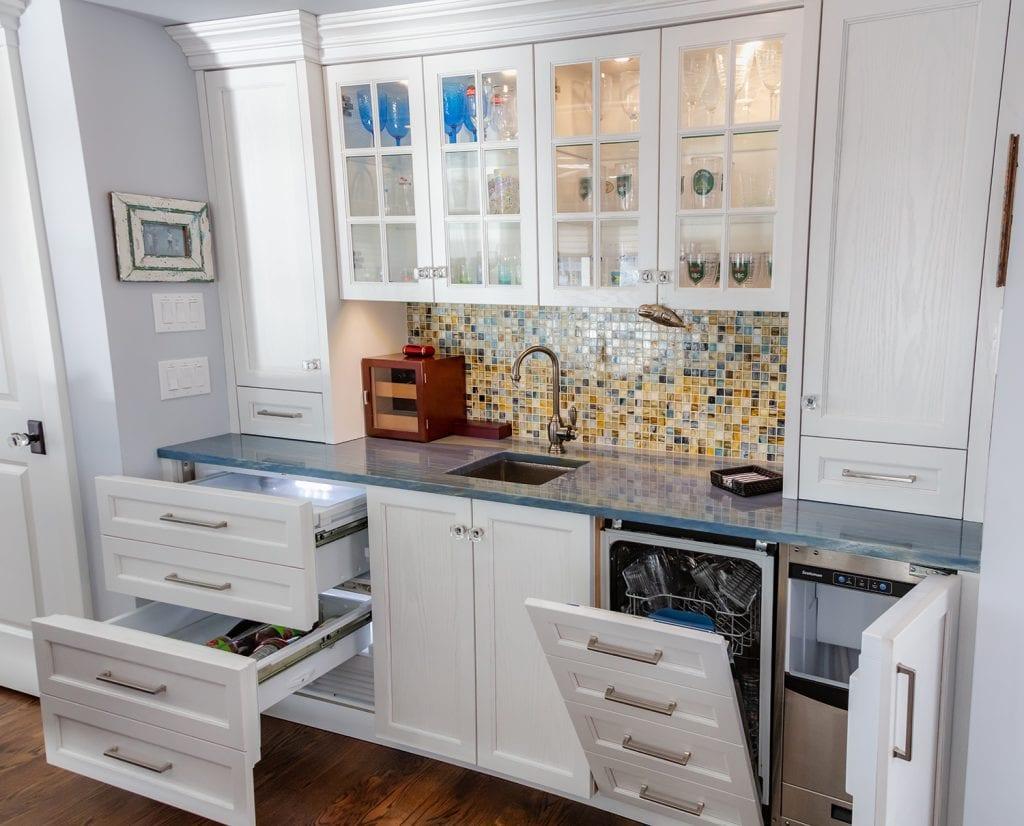 Dishwasher, refrigerator in Wet Bar